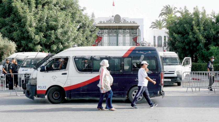 التونسيون يترقبون تسمية رئيس وزراء جديد خلفاً للمشيشي