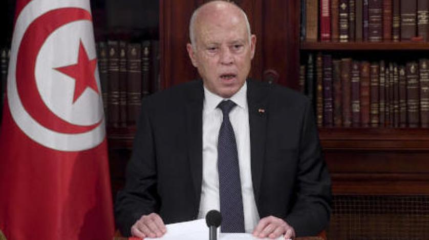 الرئيس التونسي يقيل 8 مستشارين برئاسة الحكومة ومدير القضاء العسكري