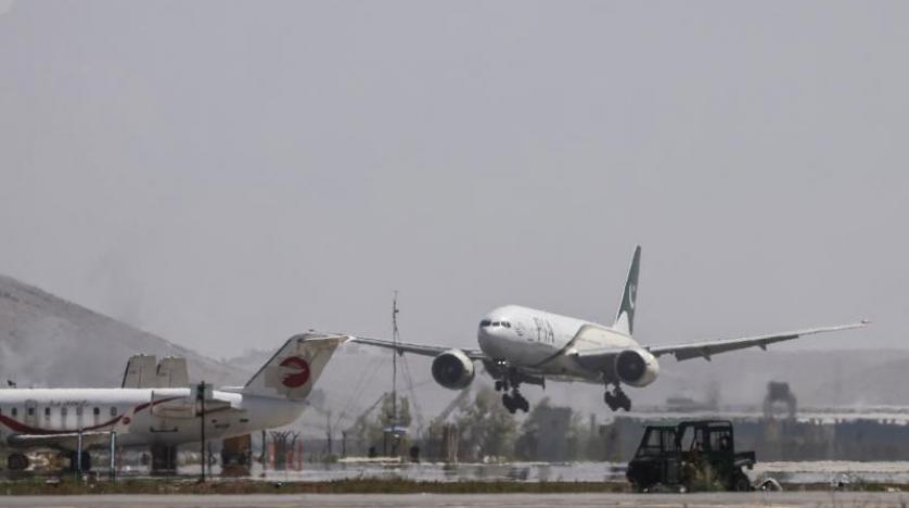 أول طائرة تجارية أجنبية تحط في مطار كابل منذ سيطرة «طالبان»
